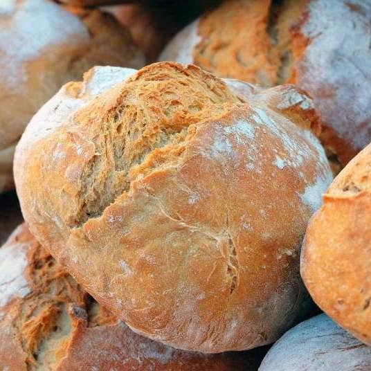 chlieb pečená v zahradnej peci