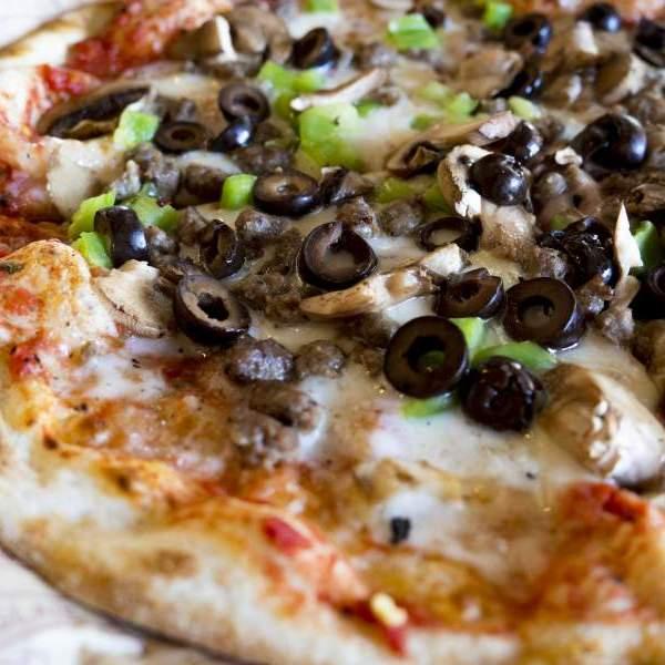 pizza pečená v záradnej peci