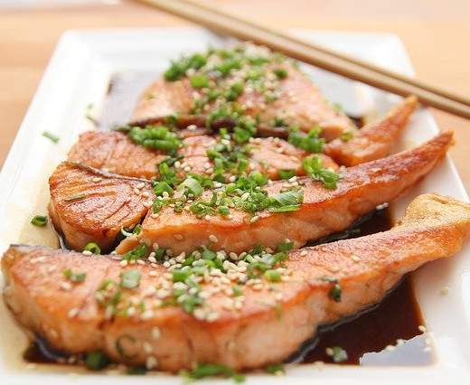 Pečená fileta z lososa so sezamovou posýpkou z pece