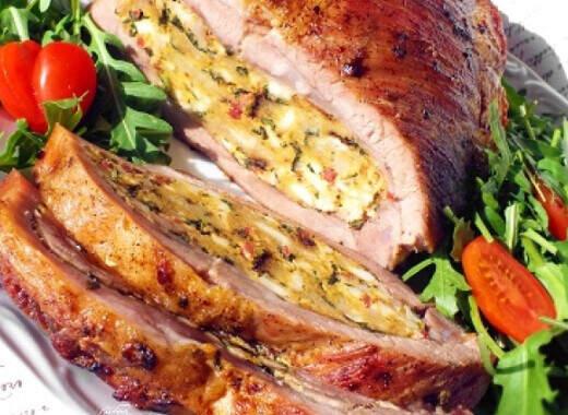 Plnený bôčik so zeleninou pecene v peci