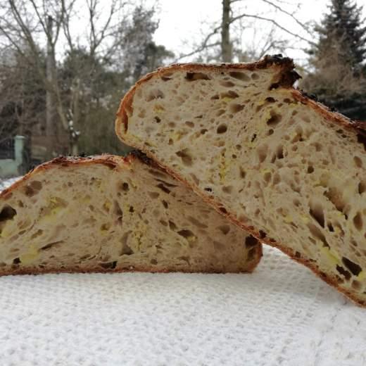 kvaskovy chlieb v peci